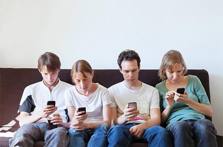 Sosyal Medyadan Uzak Kalmayı Becerebilmemiz Gerekiyor