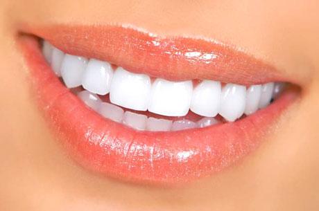 Sadece 1 Günde Yepyeni Dişlere Kavuşabilirsiniz!
